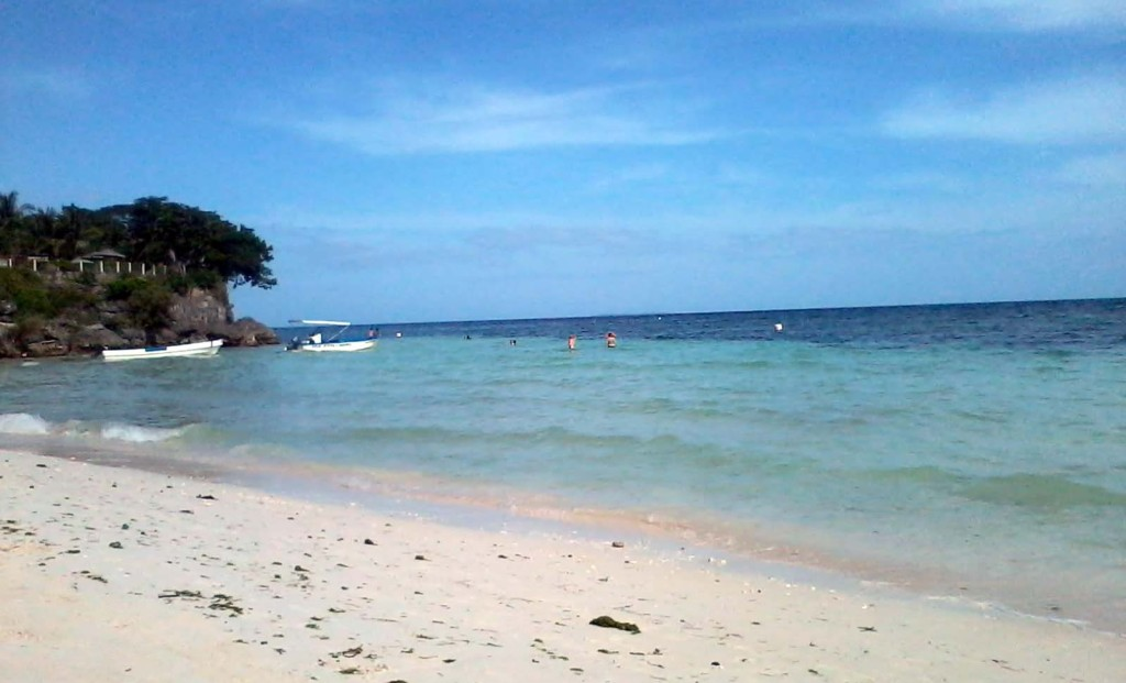Alona Beach - Looking towards the snorkeling area