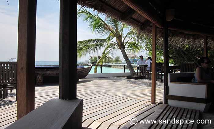 Makunudu Island Paradise - Relaxing on the veranda