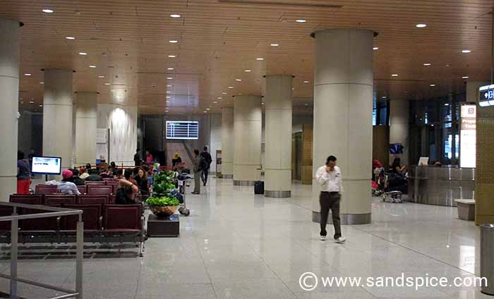 Mumbai International Transfer to Domestic Terminal - Shuttle waiting area