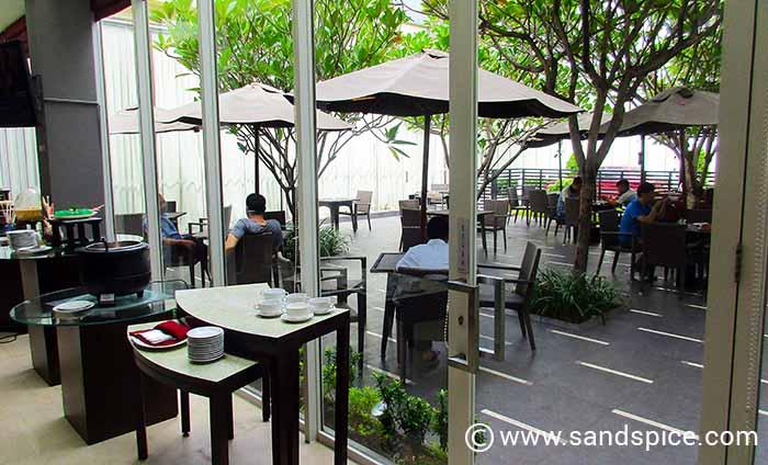 Budget Hotel Quest Semarang Indonesia